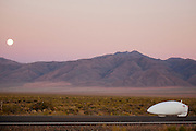 Todd Reichert in de Eta tijdens de vierde racedag. In Battle Mountain (Nevada) wordt ieder jaar de World Human Powered Speed Challenge gehouden. Tijdens deze wedstrijd wordt geprobeerd zo hard mogelijk te fietsen op pure menskracht. Het huidige record staat sinds 2015 op naam van de Canadees Todd Reichert die 139,45 km/h reed. De deelnemers bestaan zowel uit teams van universiteiten als uit hobbyisten. Met de gestroomlijnde fietsen willen ze laten zien wat mogelijk is met menskracht. De speciale ligfietsen kunnen gezien worden als de Formule 1 van het fietsen. De kennis die wordt opgedaan wordt ook gebruikt om duurzaam vervoer verder te ontwikkelen.<br /> <br /> In Battle Mountain (Nevada) each year the World Human Powered Speed Challenge is held. During this race they try to ride on pure manpower as hard as possible. Since 2015 the Canadian Todd Reichert is record holder with a speed of 136,45 km/h. The participants consist of both teams from universities and from hobbyists. With the sleek bikes they want to show what is possible with human power. The special recumbent bicycles can be seen as the Formula 1 of the bicycle. The knowledge gained is also used to develop sustainable transport.
