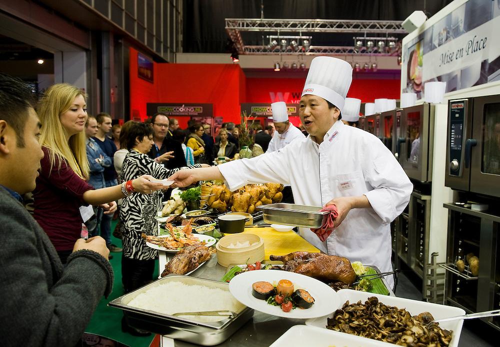 Nederland, Amsterdam, 7 jan 2013.De Horecava is vandaag weer van start gegaan. Vakbeurs voor iedereen die wat met de horeca te maken heeft. Er is vooral veel belangstelling voor eten en drinken, speciaal als er iets te proeven valt..Foto(c): Michiel Wijnbergh