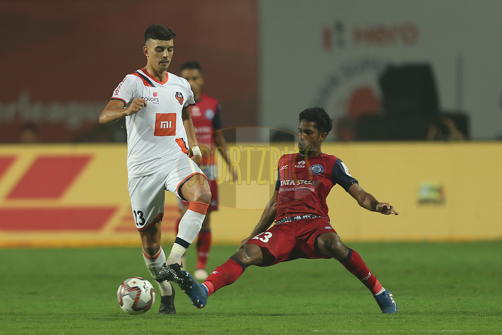 Edu Bedia of FC Goa and Michael Soosairaj of Jamshedpur FC during match 25 of the Hero Indian Super League 2018 ( ISL ) between Jamshedpur FC and FC Goa held at JRD Tata Sports Complex, Jamshedpur, India on the 1st November  2018<br /> <br /> Photo by: Ron Gaunt /SPORTZPICS for ISL