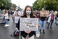 25 SEP 2020, BERLIN/GERMANY:<br /> Junge Frau mit Schild, Fridays for Future Demonstration fuer Massnahmen gegen den Klimawandel, Brandenburger Tor, Strasse des 17. Juni<br /> IMAGE: 20200925-01-011<br /> KEYWORDS: Protest, Demonstrant, Demonstranten, Demonstratin, Schueler, Schüler, Klimakatastrophe, FFF, Mundschutz, Mund-Nase-Schutz, Abstand