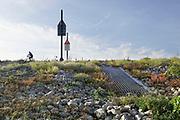 Nederland, the netherlands, Nijmegen, 13-10-2018 Door de aanhoudende droogte staat het water in de rijn, ijssel en waal extreem laag  .  Schepen moeten minder lading innemen om niet te diep te komen . Hierdoor is het drukker in de smallere vaargeul . Door te weinig regenval in het stroomgebied van de rijn is het record verbroken .Zicht op een van de inlaatopeningen in de drempel van de Nevengeul, Spiegelwaal.Foto: Flip Franssen
