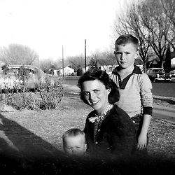 HS676     Barbara, George W., and Jeb at 1412 West Ohio, Midland, TX, Spring 1954.<br /> Photo Credit:  George Bush Presidential Library