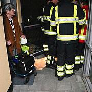 NLD/Huizen/20081228 - Stroomstring in een deel van Huizen, brandweer controleerd de bejaardenhuizen
