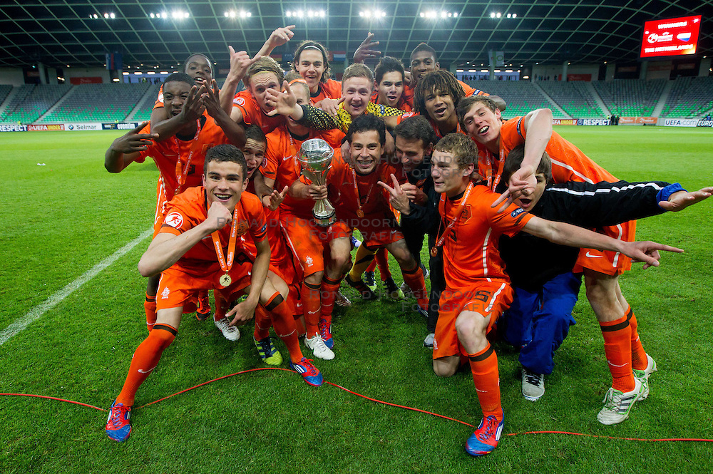 16-05-2012 VOETBAL: UEFA EK-17 FINALE NEDERLAND - DUITSLAND: LJUBLJANA<br /> Oranje onder 17 is in Slovenië Europees kampioen geworden. De jonge ploeg van coach Albert Stuivenberg klopte Duitsland in de finale na strafschoppen / Players of Netherlands celebrate after winning the UEFA European Under-17 Championship Final <br /> ©2012-FotoHoogendoorn.nl/Vid Ponikvar