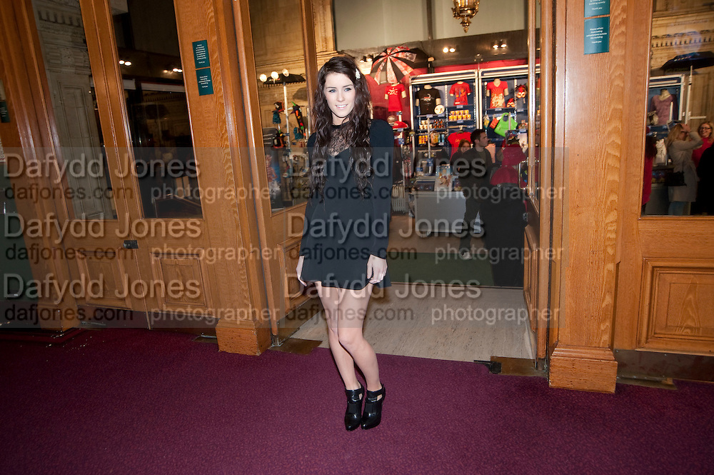 LUCY JONES, CIRQUE DU SOLEIL LONDON PREMIERE OF VAREKAI. Royal albert Hall. 5 January 2009