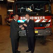 NLD/Huizen/20060128 - Overhandiging nieuwe 4x4 brandweerwagen door burgmeester Jos Verdier aan commandant Jaap Weijermans brandweer Huizen