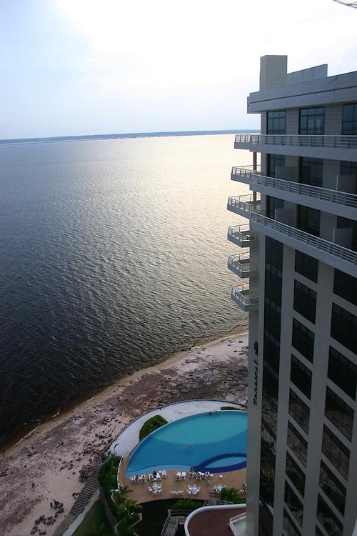 Manaus_AM, Brasil...Hotel Tropical em frente a praia da Ponta Negra as margens do Rio Negro em Manaus, Amazonas...Tropical Hotel in front of the Ponta Negra beach in the Negro River, Amazonas...Foto: JOAO MARCOS ROSA / NITRO