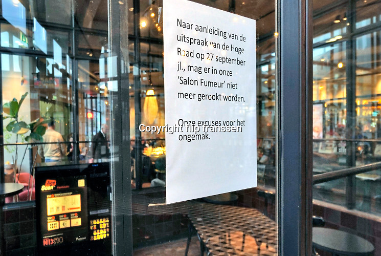 Nederland, Eindhoven, 27-10-2019In dit cafe is de aparte rookruimte waar ook een sigarettenautomaat staat, afgesloten sinds het algehele rookverbod in de horeca van kracht is . Foto: Flip Franssen
