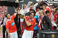 20100509: LISBON, PORTUGAL - SL Benfica vs Rio Ave: Portuguese League 2009/2010, 30th round. In picture: L-R Juan Barnabe with Eagle Vitoria, Nuno Gomes and Jorge Jesus celebrating with the trophy. PHOTO: Alvaro Isidoro/CITYFILES