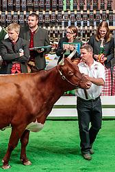 29.04.2018, Maishofen, AUT, XII Weltkongress Pinzgauer Rind, im Bild Preisrichter // judges during the XII Pinzgauer cattle World Congress in Maishofen, Austria on 2018/04/29. EXPA Pictures © 2018, PhotoCredit: EXPA/ JFK