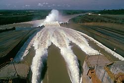 Itaipu, Parana, Brasil. 10/1990..Usina Hidreletrica de Itaipu./ Itaipu Power Plant..Foto ©Marcos Issa/Argosfoto