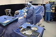 Nederland, Rozendaal, 5-10-2010Operatiekamer van een privé kliniek. Een plastisch chirurg is met een borstvergrotingsoperatie bij een jonge vrouw bezig. Onder in beeld ligt het siliconen implantaat klaar.Foto: Flip Franssen