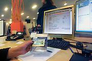 Nederland, Nijmegen, 22-1-2009Ziekenhuizen, huisartsen en andere zorgverleners moeten verplicht per 1 juni van alle patienten het burgerservicenummer, BSN, hebben ingevoerd. Op de pili van kindergeneeskunde in het UMC Radboud is men begonnen met deze registratie.Foto: Flip Franssen