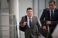 DEU, Deutschland, Germany, Berlin, 27.09.2017: Lars Herrmann (MdB, AfD) und Tino Chrupalla (MdB, AfD) auf dem Weg zur Fraktionssitzung der AfD-Bundestagsfraktion im Deutschen Bundestag.