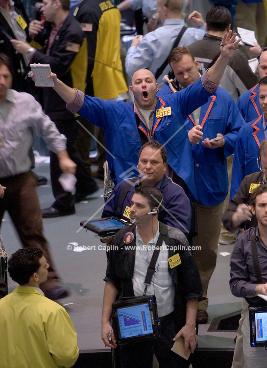 Energy Futures Traders buy and sell Crude Oil Futures in the Crude Oil Futures Pit at the New York Mercantile Exchange Wed, March. 28, 2007. Robert Caplin/Bloomberg News......