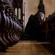 Monks devotes at least half an hour a day to personal prayer, which is called contemplation. 10-01-16<br /> Les moines consacrent au moins une demi-heure par jour à la prière personnelle aussi appelée oraison. 10-01-16