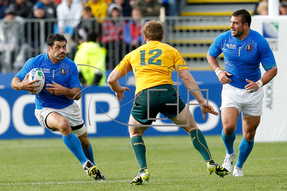 Auckland 11/09/2011 North Harbour Stadium <br /> Rugby World Cup : Australia vs Italy<br /> Andrea Masi(I)  Pat McCabe(A) and Robert Barbieri(I)
