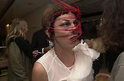 Isabella Blow. Joseph Ettedgui, Isabella Blow and Michael Roberts host a private viewing of Alexandre Herchcovitch. Joseph, Fulham Rd. London. 27 September 2000. © Copyright Photograph by Dafydd Jones 66 Stockwell Park Rd. London SW9 0DA Tel 020 7733 0108 www.dafjones.com