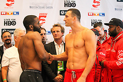 24.04.2015, Madison Square Garden, New York, USA, WBA, Wladimir Klitschko vs Bryant Jennings, Wiegen, im Bild l-r. Bryant Jennings, Wladimir Klitschko geben sich die Haende beim wiegen // during weighing for IBF, WBO and WBA world heavyweight title boxing fight between Wladimir Klitschko of Ukraine and Bryant Jennings of the USA at the Madison Square Garden in New York, United Staates on 2015/04/24. EXPA Pictures © 2015, PhotoCredit: EXPA/ Eibner-Pressefoto/ Kolbert<br /> <br /> *****ATTENTION - OUT of GER*****