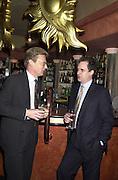 Nick Archer and Charles Clover. Robert Hardman Telegraph goodbye party. Paparazzi Cafe. Hanover St. London W1. 11 January 2000. © Copyright Photograph by Dafydd Jones 66 Stockwell Park Rd. London SW9 0DA Tel 020 7733 0108 www.dafjones.com