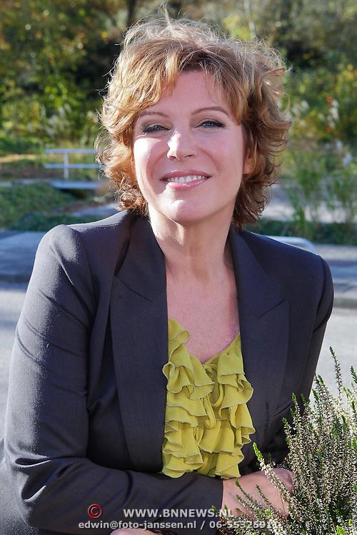 NLD/Hilversum/20111104- Perspresentatie najaar 2011 / 2012 omroep Max, Myrna Goossen