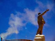 Die Lenin Skulptur auf dem Lenin Platz im Zentrum von Jakutsk. Jakutsk hat 236.000 Einwohner (2005) und ist Hauptstadt der Teilrepublik Sacha (auch Jakutien genannt) im Foederationskreis Russisch-Fernost und liegt am Fluss Lena. Jakutsk ist im Winter eine der kaeltesten Grossstaedte weltweit mit durchschnittlichen Winter Temperaturen von -40.9 Grad Celsius. Die Stadt ist nicht weit entfernt von Oimjakon, dem Kaeltepol der bewohnten Gebiete der Erde.Die Stadt ist nicht weit entfernt von Oimjakon, dem Kaeltepol der bewohnten Gebiete der Erde.<br /> <br /> Lenin sculpture at Lenin square in Yakutsk. Yakutsk is a city in the Russian Far East, located about 4 degrees (450 km) below the Arctic Circle. It is the capital of the Sakha (Yakutia) Republic (formerly the Yakut Autonomous Soviet Socialist Republic), Russia and a major port on the Lena River. Yakutsk is one of the coldest cities on earth, with winter temperatures averaging -40.9 degrees Celsius.
