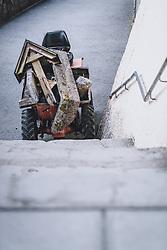 THEMENBILD - das Grabkreuz und die Umrahmung eines abgebauten Grabes in einem Baufahrzeug während der Corona Pandemie, aufgenommen am 17. April 2019 in Hallstatt, Österreich // the grave cross and the frame of a dismantled grave in a construction vehicle during the Corona Pandemic in Hallstatt, Austria on 2020/04/17. EXPA Pictures © 2020, PhotoCredit: EXPA/ JFK
