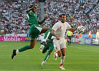 v.l. Redha Tukar, Yassine Chikhaoui Tunesien<br /> Fussball WM 2006 Tunesien - Saudi-Arabien<br /> Tunisia - Saudi-Arabia<br />  Norway only