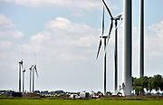 Nederland, Kesteren, 13-6-2014 Vier nieuwe, moderne, windmolens van windmolenproducent Vestas staan klaar om in gebruik genomen te worden. De nieuwe molens zijn afgelopen weken in elkaar gezet en staan vlakbij de vier al bestaande molens aan de andere kant van de snelweg A15. Foto: Flip Franssen/Hollandse Hoogte