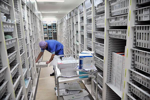 Nederland, Nijmegen, 2-2-2012Opslag en voorraad van steriele instrumenten en medicijnen op de nieuwe en state of the art operatieafdeling van het umc radboud.Foto: Flip Franssen