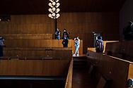 06.09.2020 Stadthalle,Empore, Magdeburg.<br /> <br /> Sich ein letztes Mal die Stadthalle von Innen anschauen, die Vertäfelung ist über fünfzig Jahre alt, so wie sie jetzt ist wird man sie nie wieder sehen. Hunderte Magdeburger nutzen die Chance. Unten auf der Hauptfläche ein Flomarkt, das interior steht zum Verkauf. Für drei Jahre soll der Ziegelstein-Expressionistische Bau, komplett umgebaut werden.<br /> <br /> ©Harald Krieg