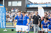 UTRECHT -  Sander de Wijn (Kampong) met Constantijn Jonker (Kampong) na finale van de play-offs om de landtitel tussen de heren van Kampong en Amsterdam (3-1). Jonker stopt met tophockey. COPYRIGHT KOEN SUYK