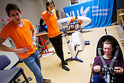 Op de VU in Amsterdam wordt een rijder getest voor een mogelijke recordpoging. In september wil het Human Power Team Delft en Amsterdam, dat bestaat uit studenten van de TU Delft en de VU Amsterdam, tijdens de World Human Powered Speed Challenge in Nevada een poging doen het wereldrecord snelfietsen voor vrouwen te verbreken met de VeloX 7, een gestroomlijnde ligfiets. Het record is met 121,44 km/h sinds 2009 in handen van de Francaise Barbara Buatois. De Canadees Todd Reichert is de snelste man met 144,17 km/h sinds 2016.<br /> <br /> At the VU Amsterdam a rider is tested for a record attempt. With the VeloX 7, a special recumbent bike, the Human Power Team Delft and Amsterdam, consisting of students of the TU Delft and the VU Amsterdam, also wants to set a new woman's world record cycling in September at the World Human Powered Speed Challenge in Nevada. The current speed record is 121,44 km/h, set in 2009 by Barbara Buatois. The fastest man is Todd Reichert with 144,17 km/h.