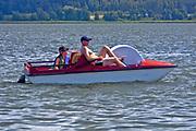 Węgorzewo, 2008-07-10. Rower wodny na Jeziorze Święcajty