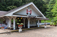 The Romney Line is a 15 gauge private railway at Niji-no-Sato flower park in Izu, Shizuoka.  This train line has several different trains modeled on antique British Railway trains: Northern Rock, John Southland, Cumbria and the City of Birmingham.  It is designed exclusively for transporting tourists in Niji-no-Sato parki.