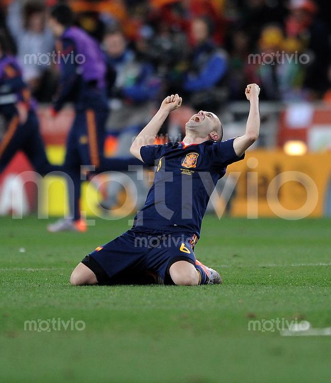 FUSSBALL WM 2010  FINALE   11.07.2010 Holland - Spanien JUBEL NACH DEM SIEGTOR zum 0:1, Andres INIESTA (Spanien)