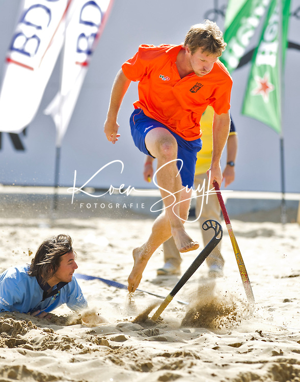 SCHEVENINGEN - Oud international Bram Lomans. Beachhockey in The Hague Beach Stadion. Foto Koen Suyk