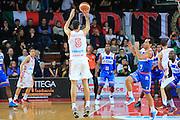 DESCRIZIONE : Varese Lega A 2012-13 Cimberio Varese Enel Brindisi <br /> GIOCATORE : Sakota Dusan<br /> CATEGORIA : Tiro<br /> SQUADRA : Cimberio Varese<br /> EVENTO : Campionato Lega A 2013-2014<br /> GARA : Cimberio Varese Enel Brindisi<br /> DATA : 17/11/2013<br /> SPORT : Pallacanestro <br /> AUTORE : Agenzia Ciamillo-Castoria/I.Mancini<br /> Galleria : Lega Basket A 2013-2014  <br /> Fotonotizia : Varese Lega A 2013-2014 Cimberio Varese Enel Brindisi<br /> Predefinita :