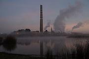 Respirando Muerte. <br /> <br /> Durante 57 años los habitantes de Quintero, Puchuncaví y Ventanas se han enfrentado a la contaminación constante producida por las 17 empresas emplazadas en la zona. Un estudio de suelo realizado por el Ministerio del Medio Ambiente, en 2015, arrojó altos niveles de metales pesados, como cobre, arsénico, mercurio, plomo, cadmio y hierro; superando hasta en un 99% los estándares permitidos por la norma canadiense.<br /> Este es un retrato a la huella visible de la contaminación en las personas que hoy se encuentran enfermas por la exposición prolongada a los metales pesados que existen en el aire, tierra y agua de la zona.<br /> <br /> División Codelco Ventanas, ubicada en la zona costera de la región de Valparaíso, es una fundición y refinería donde se procesan los concentrados de cobre. <br /> <br /> Chile, Ventanas, 26 de agosto de 2018.