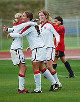 Ingrid Camilla Fosse Sæthre, Norge, blir omfavnet av Linda Ørmen etter sin 2-0-scoring. Bak ser vi Lise Klaveness, Norge. Fotball. EM-kvalifisering kvinner. Spania - Norge 0-2. Las Rozas, Madrid, Spania. 16. november 2003. (Foto: Peter Tubaas/Digitalsport)