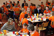 Prins Willem-Alexander en Prinses Maxima zijn op de basisscholen De Triangel en Het Palet om met een fluitsignaal de Koningsspelen te openen. Ruim 1,3 miljoen kinderen van 65.000 scholen doen mee aan deze sportdag, een cadeau van alle schoolkinderen in Nederland aan het aanstaande koningspaar. <br /> <br /> Prince Willem-Alexander and Princess Maxima are on the primary school the Triangle and Palette With a whistle they will open the games. More than 1.3 million children from 65,000 schools participate in these sports day, a gift of all schoolchildren in the Netherlands to the future King and Queen.<br /> <br /> Op de foto / On the photo:  Prinses Maxima en Prins Willem Alexander neemt deel aan het Koningsontbijt<br /> <br /> Princess Maxima and prince Willem Alexander participates in the Kingbreakfast