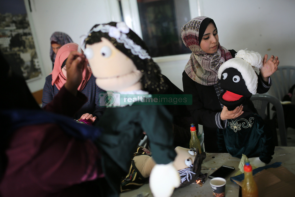 March 24, 2019 - Gaza, gaza strip, Palestine - Palestinian women learn how to make puppets at Basma society for culture and Arts in Gaza City March 24, 2019. (Credit Image: © Majdi Fathi/NurPhoto via ZUMA Press)