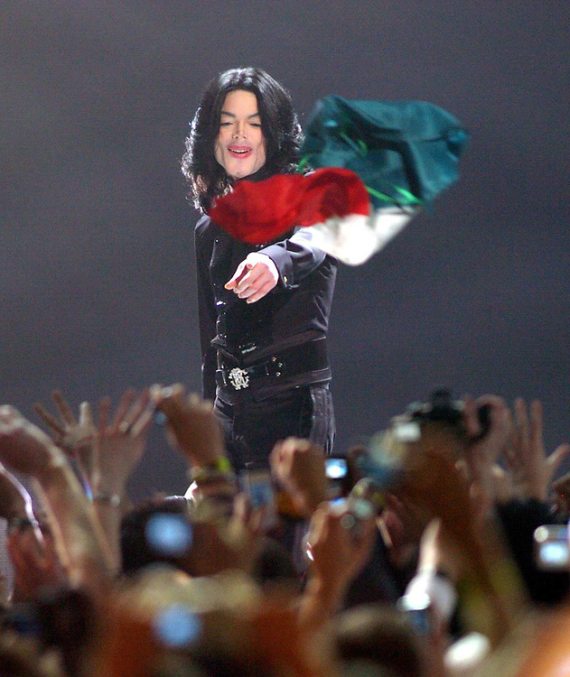 Michael Jackson performs at the World Music Awards  Code - 345323 www.expresspictures.com Express Syndication Pix Dave Nelson