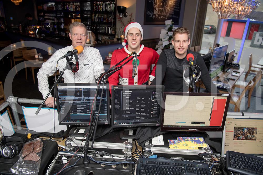 DEDEMSVAART - DJ's voor Teun.<br /> Foto: Henry van Straaten (l) , Jermain van 't Zand (m) en Douwe Hoekstra achter de tafel.<br /> FFU Press Agency copyright Frank Uijlenbroek
