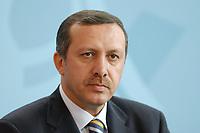 02 SEP 2003, BERLIN/GERMANY:<br /> Recep Tayyip Erdogan, Ministerpraesident Tuerkei, waehrend einer Pressekonferenz, Bundeskanzleramt<br /> IMAGE: 20030902-01-013<br /> KEYWORDS: Türkei, Ministerpräsident