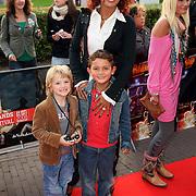 NLD/Utrecht/20080928 - Premiere Radeloos, Chimene van Oosterhout en zoon Lyam en vriendje