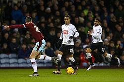 Tom Ince of Derby County attacks - Mandatory byline: Matt McNulty/JMP - 25/01/2016 - FOOTBALL - Turf Moor - Burnley, England - Burnley v Derby County - Sky Bet Championship