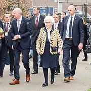NLD/Lieshout/20190328 - Maxima aanwezig bij 300 jaar Brouwerij Bavaria, Koningin Maxima  begroet de familie Swinkels