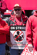 CWA Local 13000 member Jim Frazier pickets outside a Verizon Wireless store during week four of the walkout.