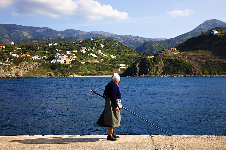 Fishing in the port of Evdilos